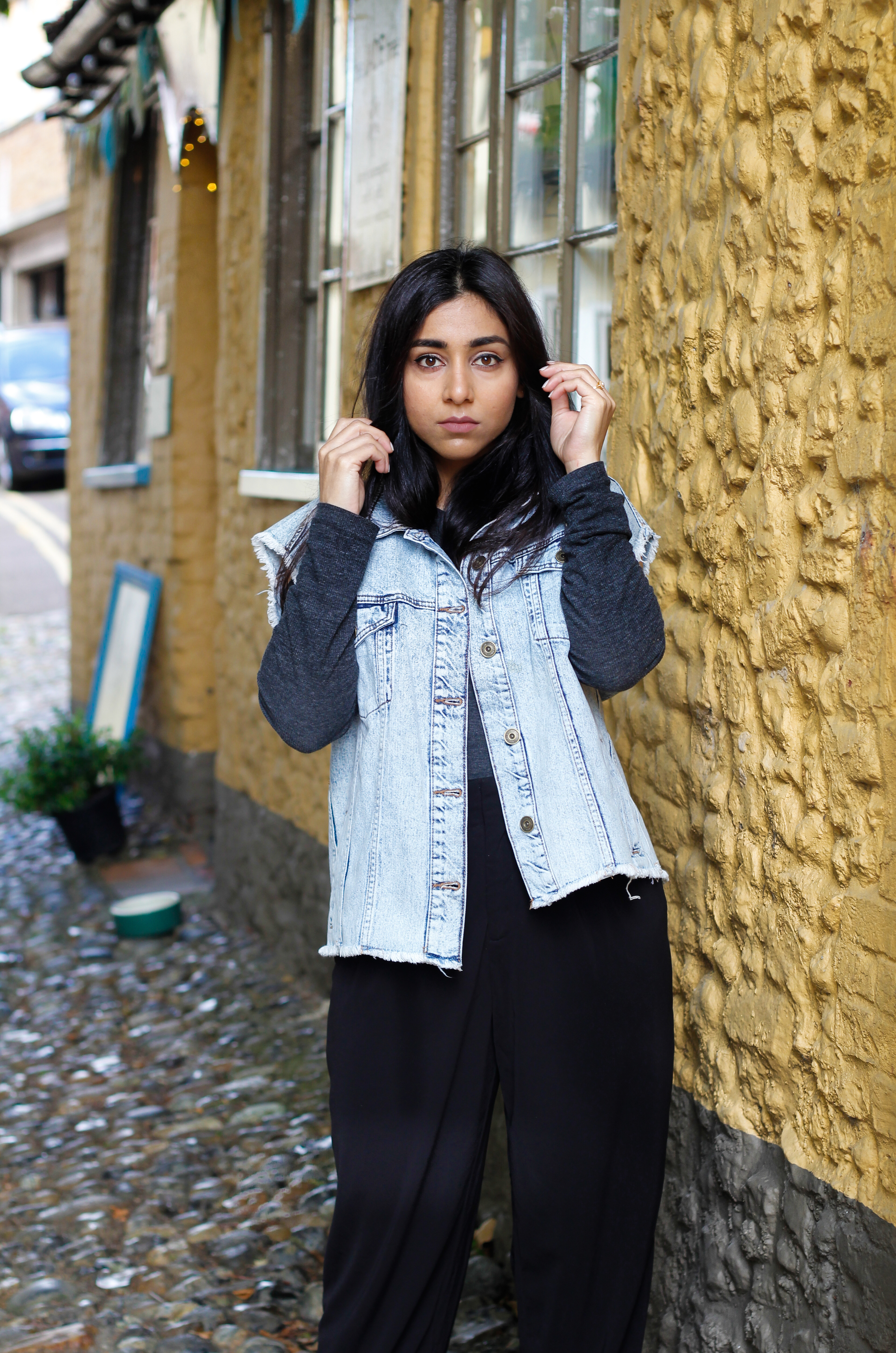 Styling boyfriend denim jacket for fall, Huesofme blog, Fashion bloggers in UK