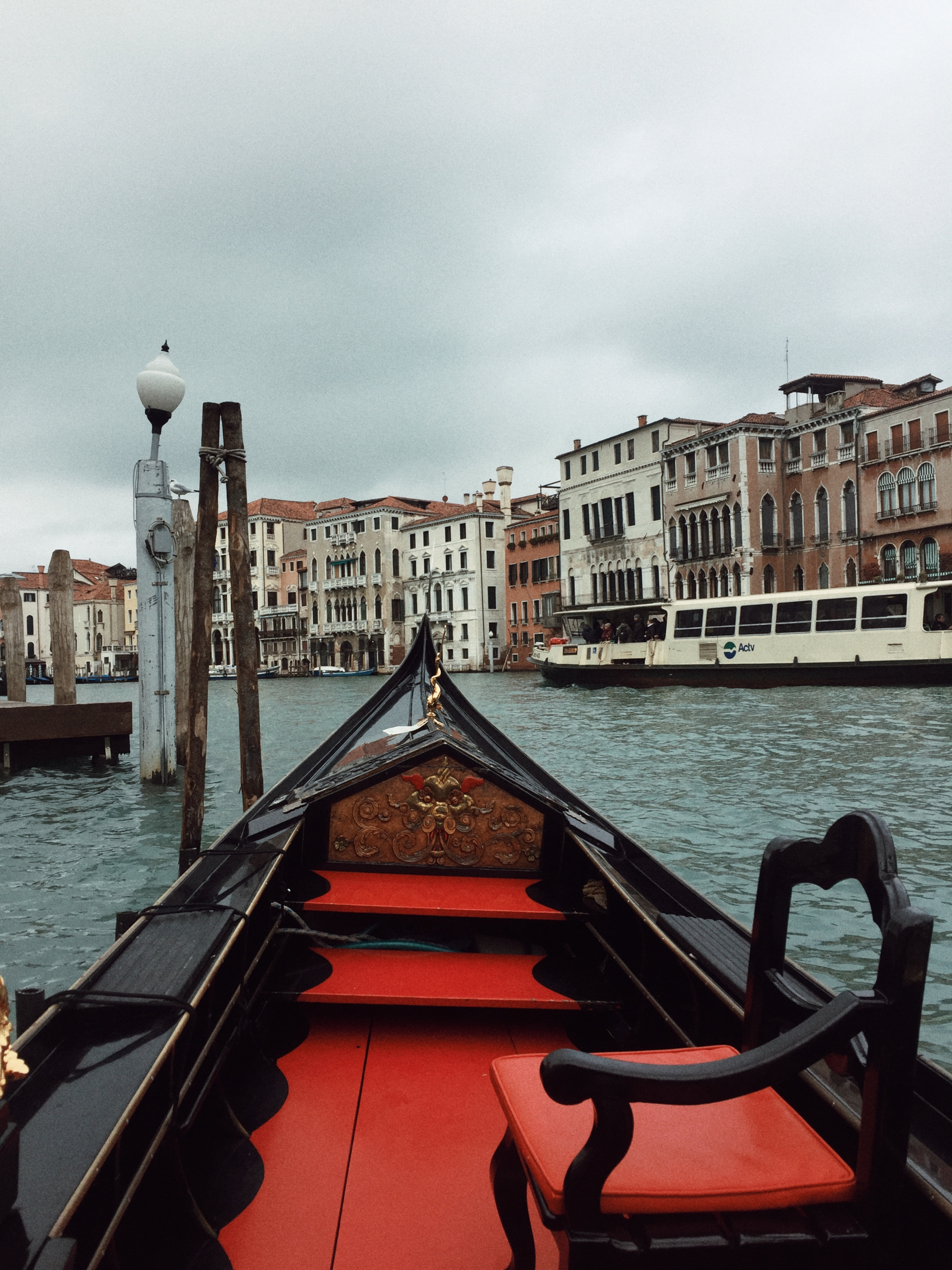 Venice, Gondola ride in Venice, Huesofme blog